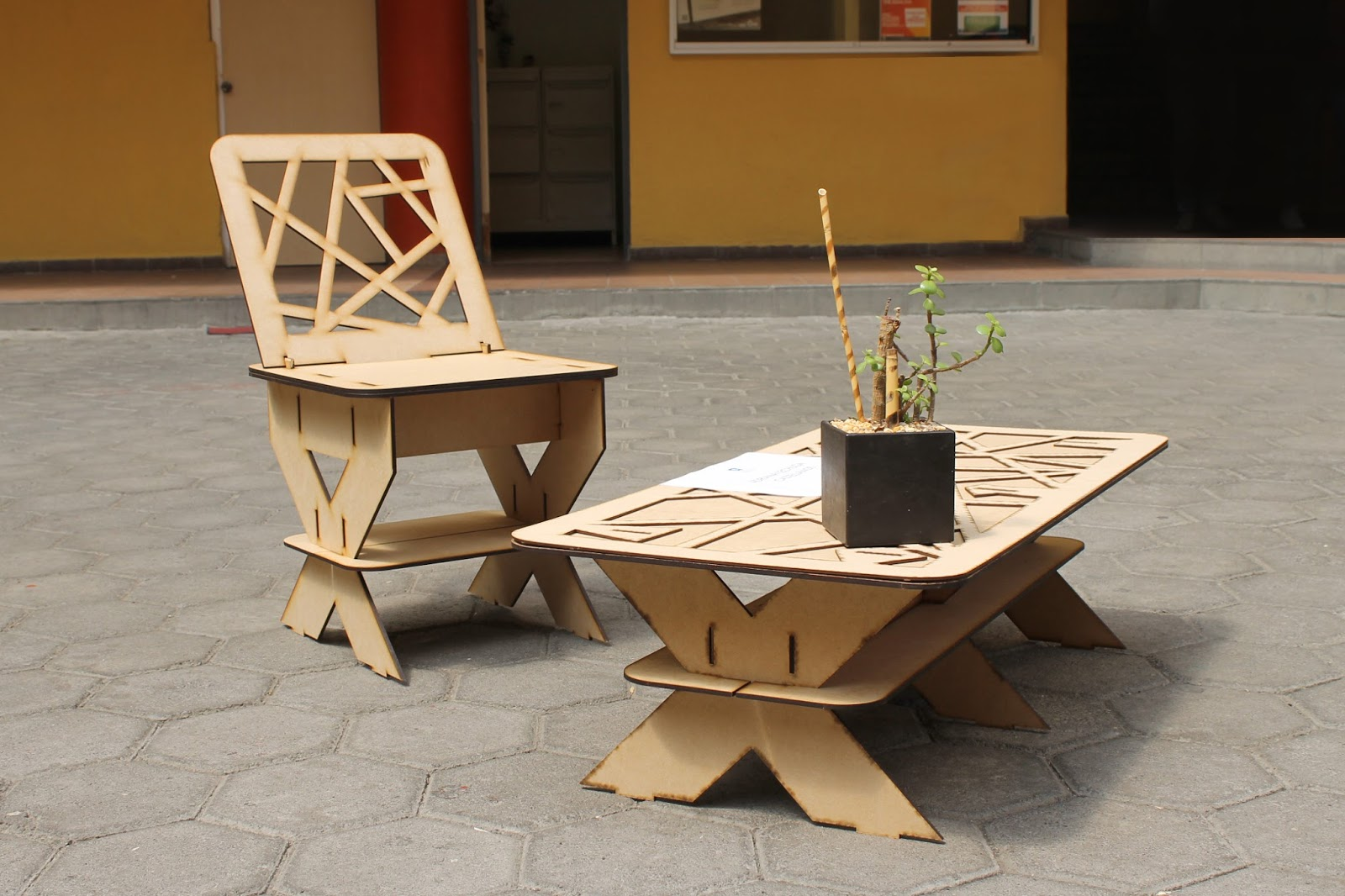 Flat furniture design universidad del pedregal juventudes for Historia del mueble pdf